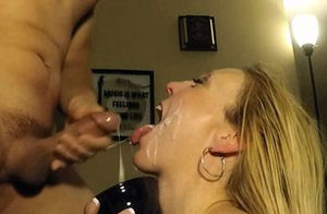 She never lets any of his jizz go wasted