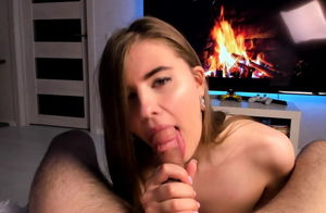 Smoking molten petite stunner gives a..