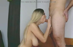 Ash-blonde Young woman mit dicken..