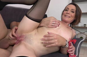 Ultra-kinky mommy Ania gets young..